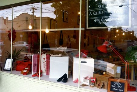 425026 329779123739162 1279973382 n 450x303 A Quirk Of Fate ร้านค้าที่ต้องการสนับสนุนนักออกแบบและช่างฝีมือท้องถิ่น