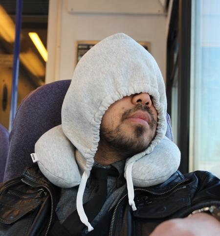bustedtees.0a1b3c58 830f 4941 ac99 44ced7716283 โลกส่วนตัวได้ทุกที่กับ Hooded Travel Pillow