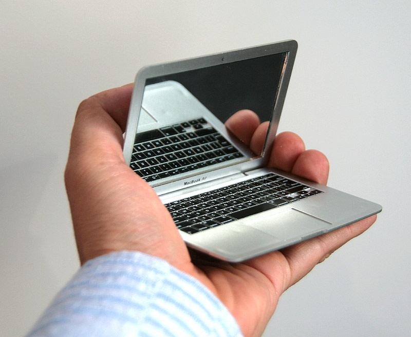 mirrorbook1 MacBook Air ที่เล็กที่สุดในโลก