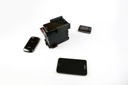 2ac4e80fd8a5a2ac49ca5b9ae056b65a large 450x300 The Lomography Smartphone Film Scanner เครื่องสแกนภาพถ่ายจากฟิล์มให้กลายเป็นรูปดิจิทัลในสมาร์โฟน