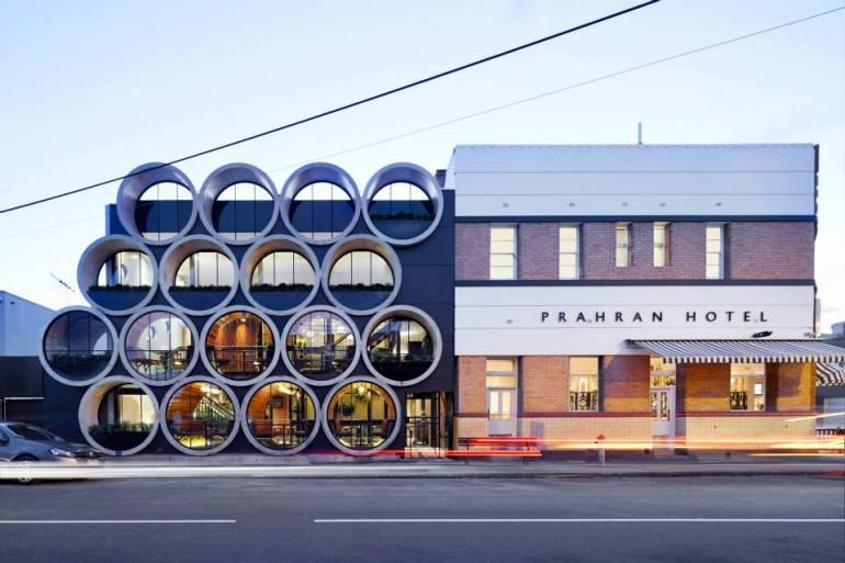 Prahran Hotel คอนเซ็ปต์ของการตกแต่งจะเน้นไปที่การนำวัสดุรีไซเคิลมาผนมผสานกันอย่างมีสไตล์ 13 - australia