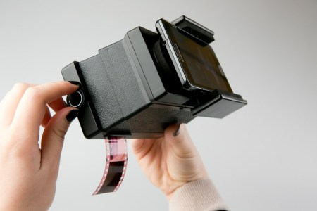 9c7fd9c824952c98de93211cb5a81a29 large 450x300 The Lomography Smartphone Film Scanner เครื่องสแกนภาพถ่ายจากฟิล์มให้กลายเป็นรูปดิจิทัลในสมาร์โฟน