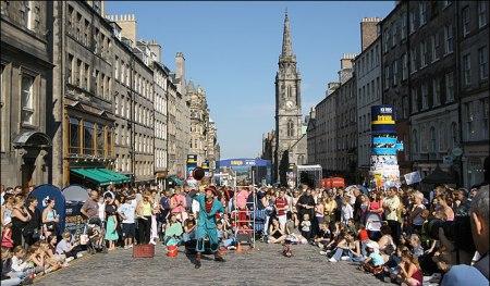 EdinburghFestival 450x263 Edinburgh Festival Fringe เทศกาลศิลปะกลางแจ้งที่ยิ่งใหญ่ที่สุดในโลก