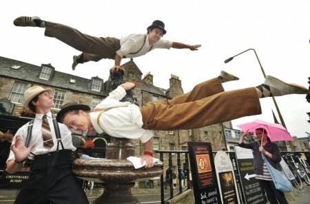 c01687ebe7b1ad1d715de14c63a83758 450x297 Edinburgh Festival Fringe เทศกาลศิลปะกลางแจ้งที่ยิ่งใหญ่ที่สุดในโลก