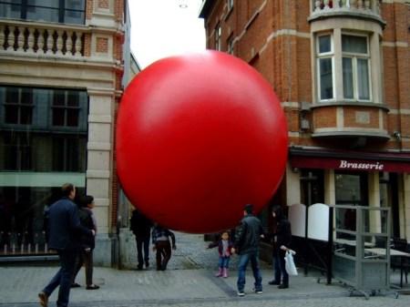 redball en churros 002 450x337 Redball Project โปรเจ็คต์พื้นที่สาธารณะและมีส่วนร่วมผ่านงานศิลปะได้จริง