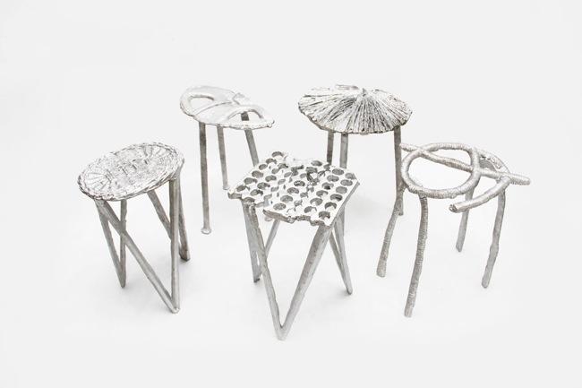 25561113 165239 เก้าอี้จากขยะ..ผลิตจากกระป๋องน้ำอัดลม ใช้เชื้อเพลิงจากน้ำมันพืชใช้แล้ว แม่พิมพ์จากกองทรายข้างถนน