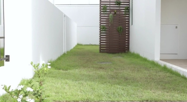 25561124 105338 DIY เปลี่ยนมุมเปล่าเป็นมุมโปรด ตอน แต่งสวนข้างบ้านด้วยกระเบื้องปูพื้นตราช้าง