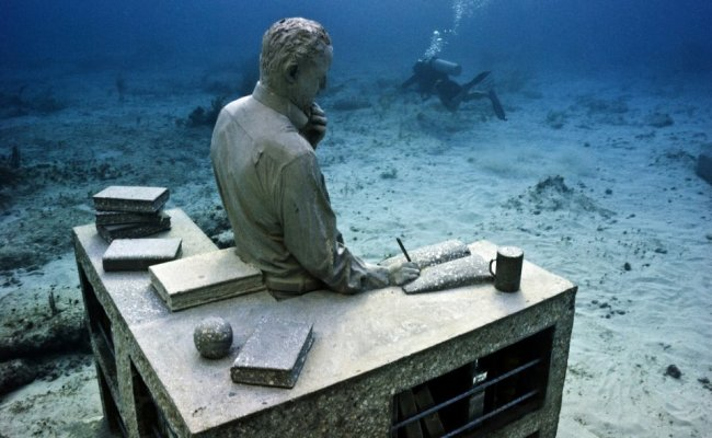 9 sculpture modern art jason decaires taylor sculpture 650x400 The Museo Subacuatico de Arte Project  พิพิธภัณฑ์ใต้น้ำ ดำน้ำชมประติมากรรม