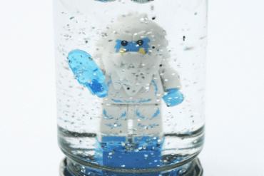 DIY.Lego snowglobes for Christmas 15 - glitter