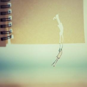 ภาพถ่ายการพจญภัยของมนุษย์กระดาษตัวเล็กๆ... ชวนฝันราวกับเรื่องราวในนิทาน 14 - paper art