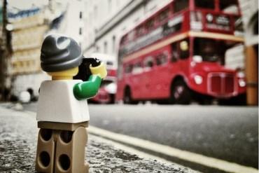 ภาพการพจญภัยของช่างภาพเลโก้ตัวจิ๋ว จาก iPhone 19 - Lego