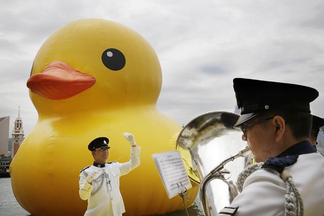 Florentijn Hofman's Floating Duck Sculpture Arrives In Hong Kong