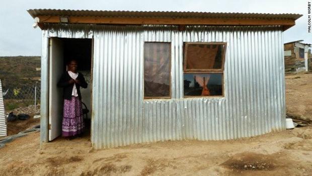 Solar powered shack jpg iShack โครงการปรับปรุงที่อยู่อาศัยให้เกิดพลังงานหมุนเวียนแบบยั่งยืน