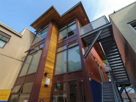 25570301 151526 บ้านราคาถูกจากตู้คอนเทนเนอร์เก่าเพื่อผู้มีรายได้น้อย ในเมืองแวนคูเวอร์