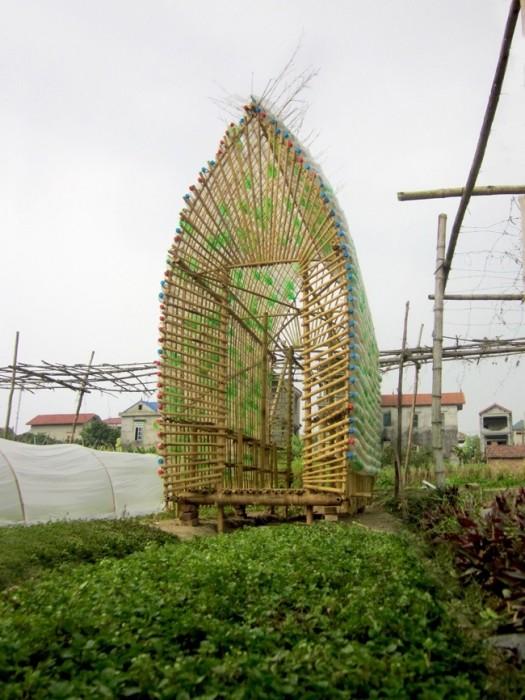 25570312 172417 โรงอนุบาลผัก ทำจากไม้ไผ่ และขวดพลาสติก ความร่วมมือระหว่างคนในเมือง และเกษตกรในชนบท