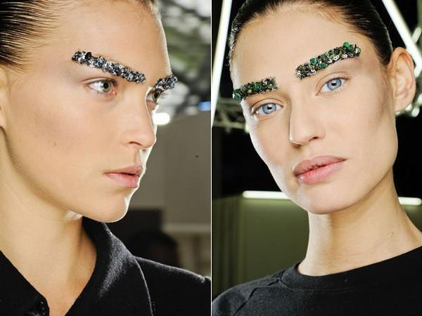 Chanel aw 2012 13 2 คิ้วสติ๊กเกอร์จากลูกปัด คริสตัล เลื่อมแพรวพราว และไหมชั้นดี จากแบรนด์  Chanel
