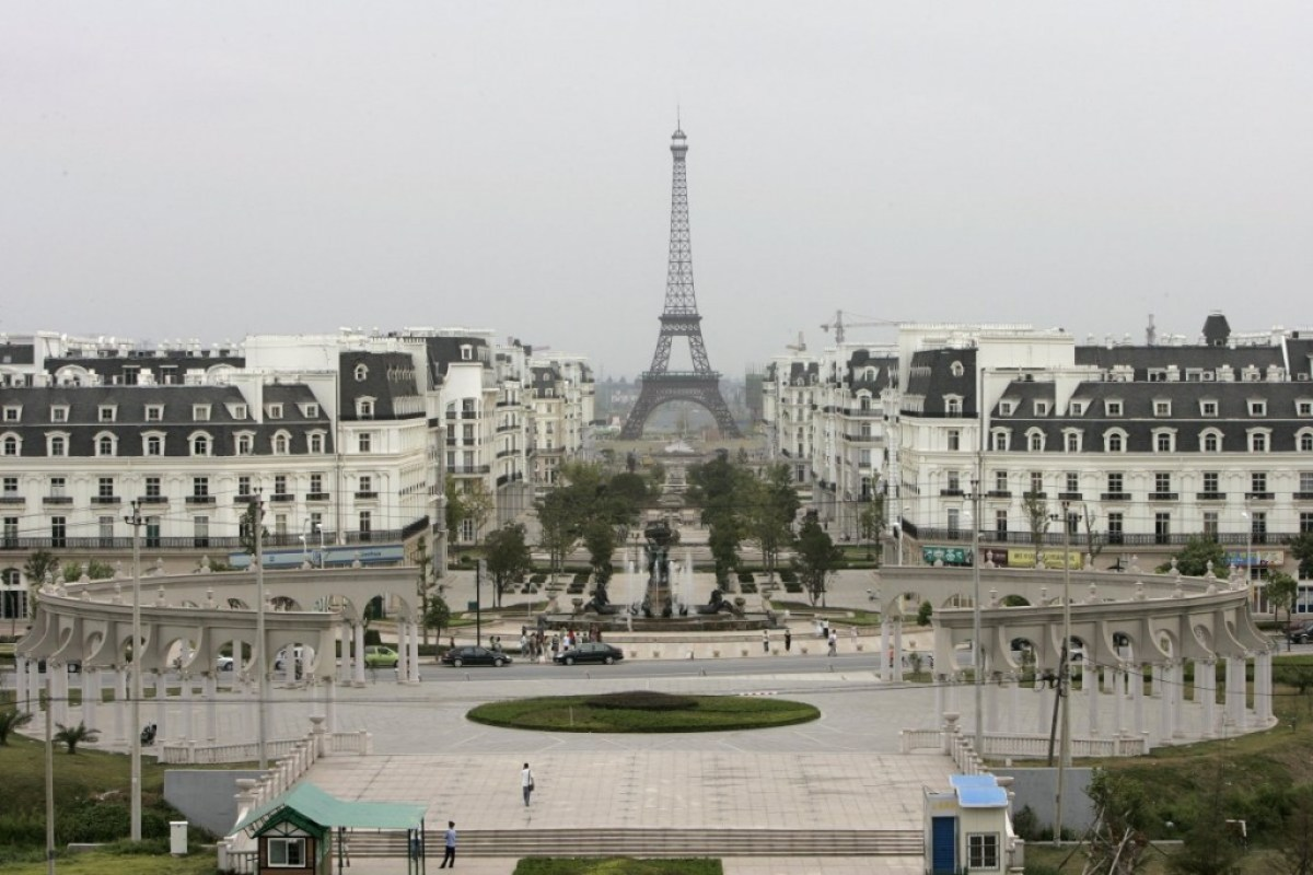 a residential area was built around a replica of the eiffel tower Little Paris in Hangzhou,China ปารีส รกร้างในเมืองจีน