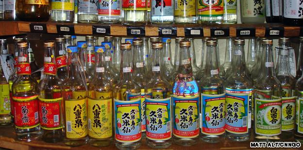 awamori1 เมื่อข้าวไทยไปเป็นเหล้าญี่ปุ่น เหล้าอะวาโมริ Awamori Liqour