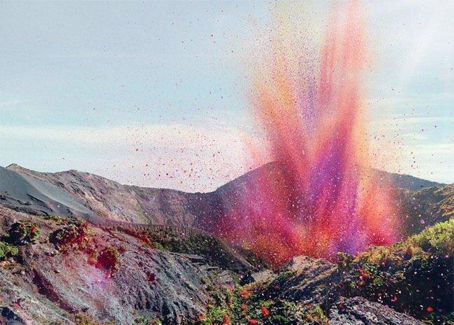 20140501 201753 เมื่อภูเขาไฟระเบิดเป็น 8 ล้านกลีบดอกไม้ ปกคลุมทั่วหมู่บ้านใน Costa Rica