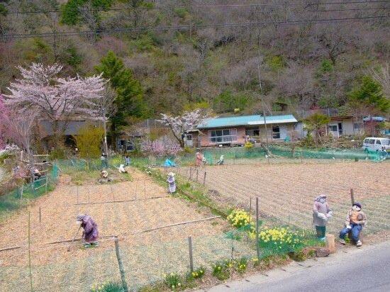 20140510 102505 เมื่อผู้คนทิ้งหมู่บ้านไปอยู่เมืองใหญ่ ศิลปินจึงสร้างที่นี่เป็น หุบเขาตุ๊กตา