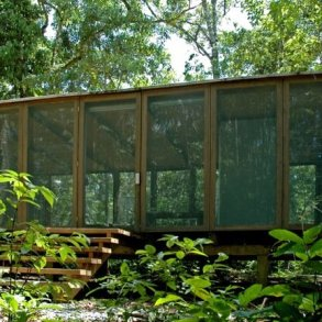 บ้านในป่าร้อนชื้น โปร่งโล่ง กันแมลงแต่ไม่กั้นลม แสงสว่าง และธรรมชาติ 16 - คอนกรีต