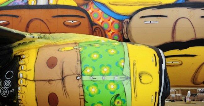 20140529 105751 39471659 ศิลปิน graffiti วาดภาพบนเครื่องบินทีมชาติบราซิล ในฟุตบอลโลก World Cup2014