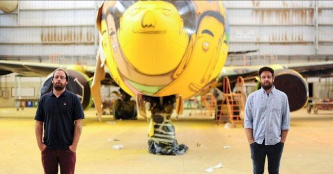 20140529 105751 39471986 ศิลปิน graffiti วาดภาพบนเครื่องบินทีมชาติบราซิล ในฟุตบอลโลก World Cup2014
