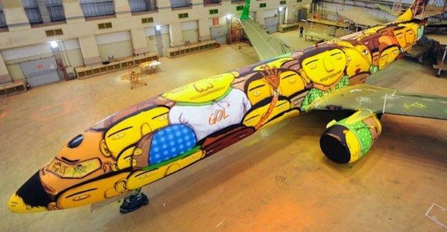 ศิลปิน graffiti วาดภาพบนเครื่องบินทีมชาติบราซิล ในฟุตบอลโลก World Cup2014  13 - Graffiti