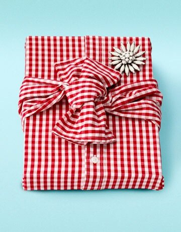 20140628 215841 79121391 Ready to Wear.. ห่อของขวัญด้วยเสื้อเชิ้ต ประหยัดกล่องและกระดาษห่อ