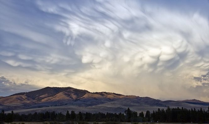800px-Mammatus_clouds_Montana_MT1