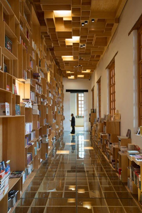 City of the Books and Images by Taller 6A dezeen 2 BookShop Covered in Boxes ห้องสมุดในตึกประวัติศาสตร์เก่า