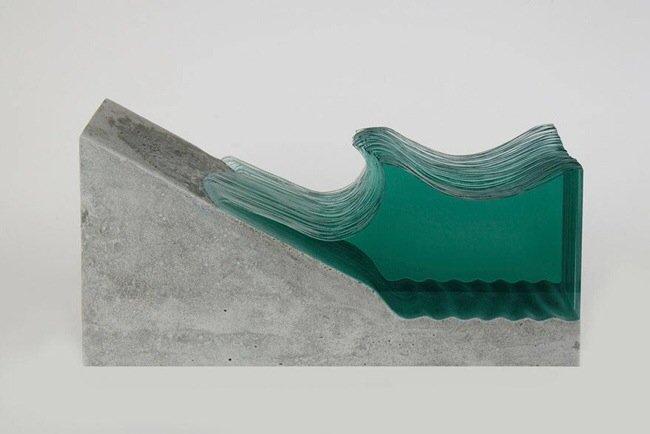 20140702 094820 35300706 ศิลปินที่เรียนรู้ด้วยตัวเอง สร้างงานจากแผ่นกระจกประกบหลายๆชั้นเป็นคลื่นในมหาสมุทร