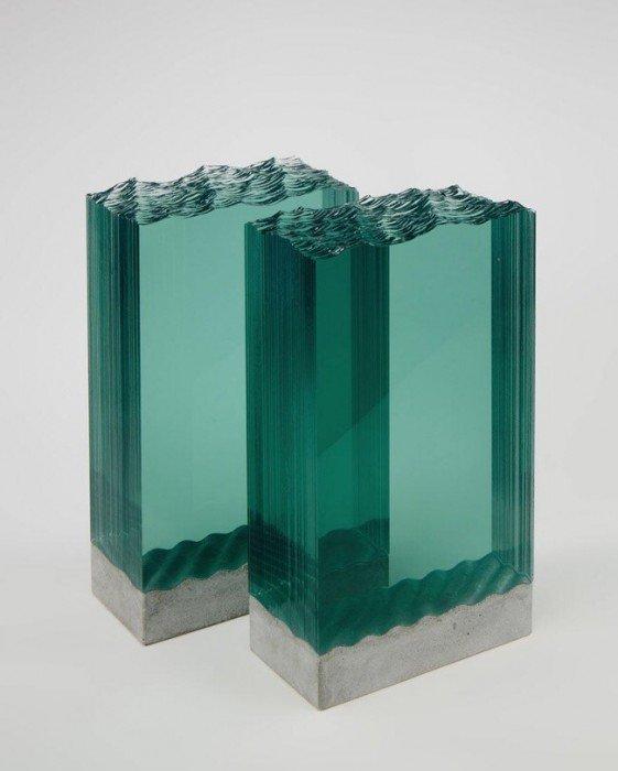 20140702 094820 35300796 ศิลปินที่เรียนรู้ด้วยตัวเอง สร้างงานจากแผ่นกระจกประกบหลายๆชั้นเป็นคลื่นในมหาสมุทร