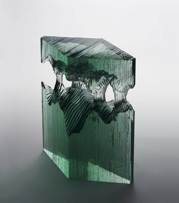 20140702 094821 35301163 ศิลปินที่เรียนรู้ด้วยตัวเอง สร้างงานจากแผ่นกระจกประกบหลายๆชั้นเป็นคลื่นในมหาสมุทร