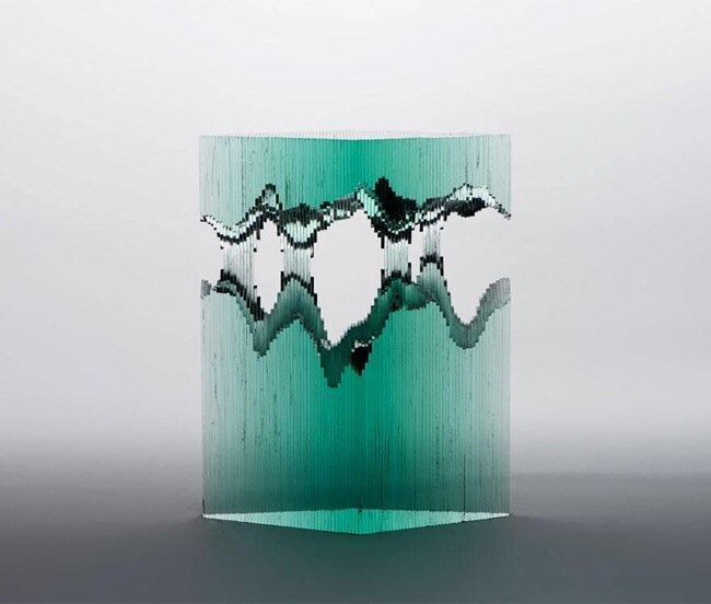 20140702 094821 35301420 ศิลปินที่เรียนรู้ด้วยตัวเอง สร้างงานจากแผ่นกระจกประกบหลายๆชั้นเป็นคลื่นในมหาสมุทร