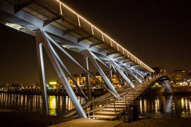 4 dietmar feichtinger completes the peace footbridge in lyon The Peace Footbridge  สะพานเดินเท้าและขี่จักรยานข้ามแม่น้ำโรน