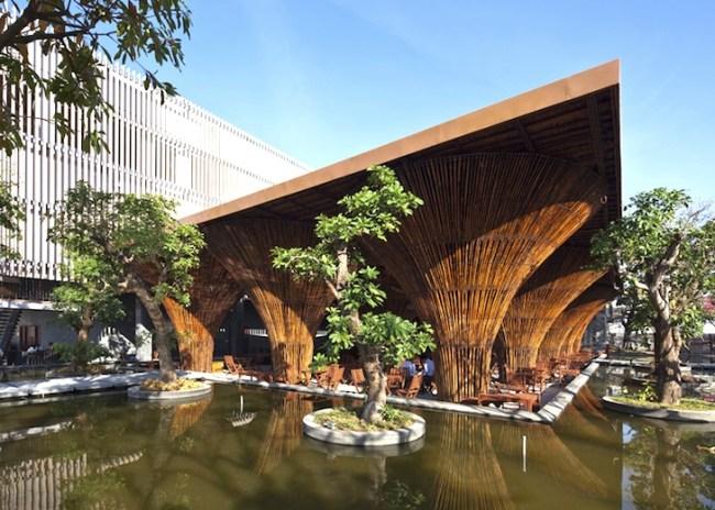 Kontum Indochine Cafe by Vo Trong Nghia 01 650x464 สถาปัตยกรรมจากไม้ไผ่ โดย Vo Trong Nghia Architects เป็นมิตรกับสิ่งแวดล้อม ประหยัดพลังงาน