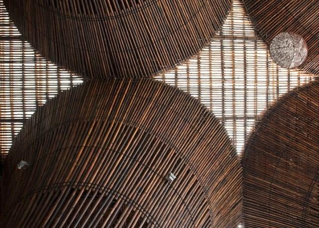 Kontum Indochine Cafe by Vo Trong Nghia 06 650x464 สถาปัตยกรรมจากไม้ไผ่ โดย Vo Trong Nghia Architects เป็นมิตรกับสิ่งแวดล้อม ประหยัดพลังงาน