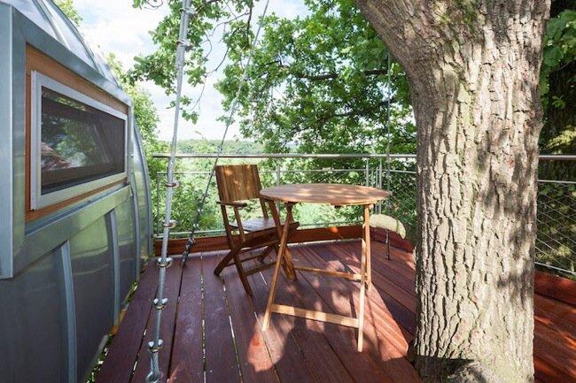 20140804 203603 74163240 บ้านต้นไม้รูปแบบทันสมัย บันไดเหล็กขึ้นจากหลังคาโรงรถ