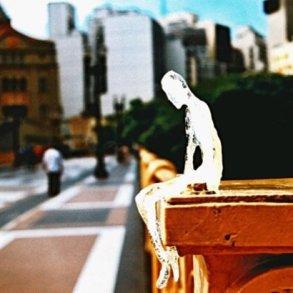 ตุ๊กตาน้ำแข็ง 5,000 ตัวกำลังละลาย เพื่อรำลึกถึงเหยื่อผู้เสียชีวิตในสงครามโลกครั้งที่1 15 - installation art
