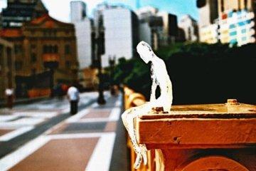 ตุ๊กตาน้ำแข็ง 5,000 ตัวกำลังละลาย เพื่อรำลึกถึงเหยื่อผู้เสียชีวิตในสงครามโลกครั้งที่1 12 - installation art