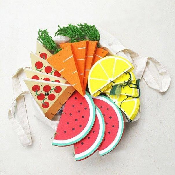 IMG 4581 สมุดโน๊ตทำมือ สีสันสดใส เป็นผัก ผลไม้ พิซซ่า