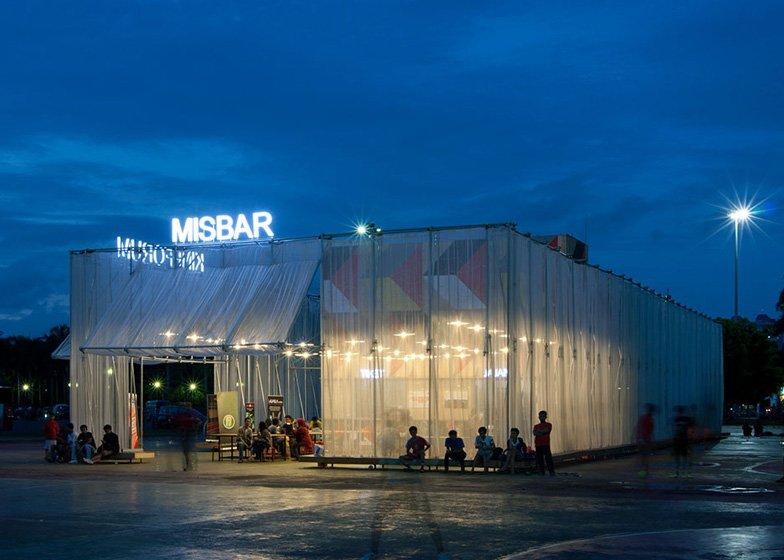 Kineforum Misbar open air cinema by Csutoras and Liando dezeen ss 1 โรงภาพยนตร์ชั่วคราวกลางแจ้ง ณ กรุงจาการ์ตา ประเทศอินโดนีเซีย