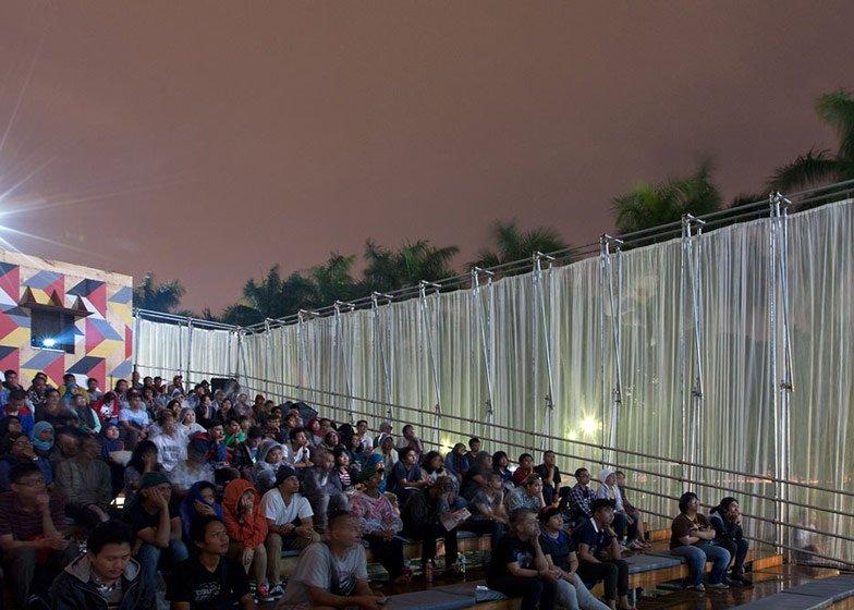 Kineforum Misbar open air cinema by Csutoras and Liando dezeen ss 8 โรงภาพยนตร์ชั่วคราวกลางแจ้ง ณ กรุงจาการ์ตา ประเทศอินโดนีเซีย
