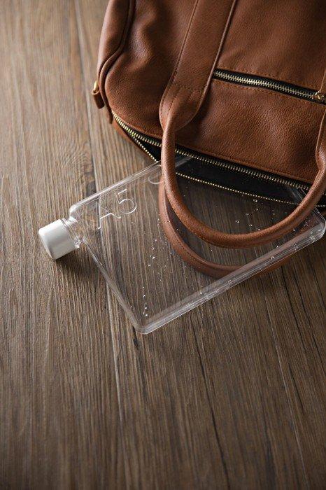 IMG 4876 ขวดน้ำรูปร่างสี่เหลี่ยมแบนๆแบบแผ่นกระดาษ จัดเก็บในกระเป๋าสะดวก..เท่มาก!