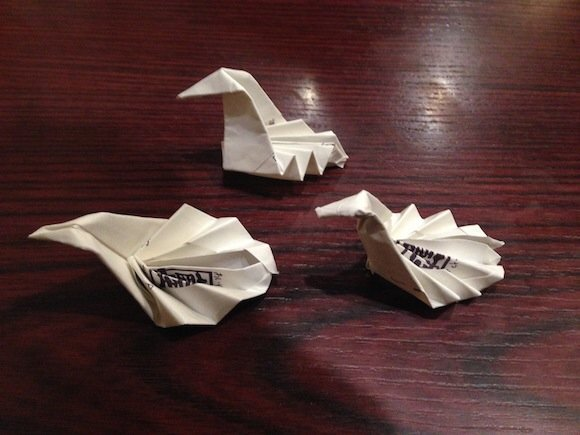 IMG 5820 ไอเดียเจ๋ง เปลี่ยนซองกระดาษใส่ตะเกียบเป็นที่วางตะเกียบ