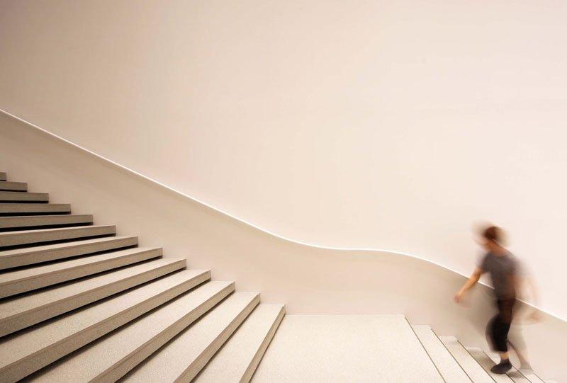 hoki stair 1 Hoki Museum พิพิธภัณฑ์แห่งภาพวาดเหมือนจริง