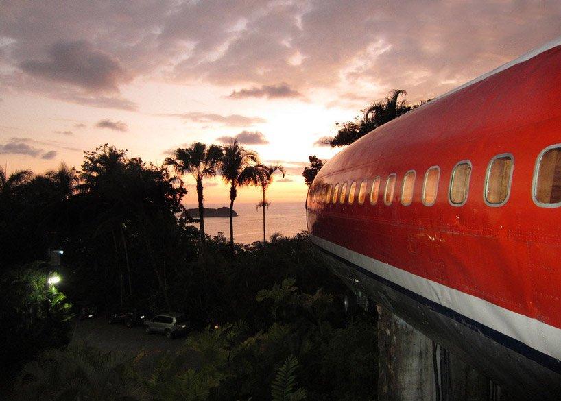 boeing-727-is-transformed-into-hotel-suite-in-costa-rican-designboom-10