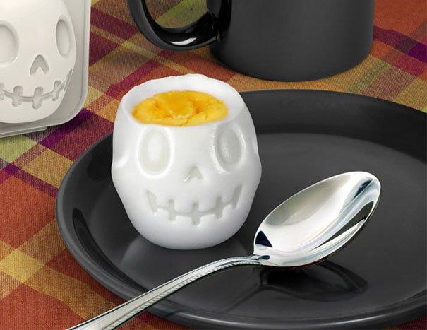 Turn Eggs Into Skulls For Halloween Breakfast เมนูไข่สำหรับเช้าวันฮาโลวีน 13 - Boiled Egg