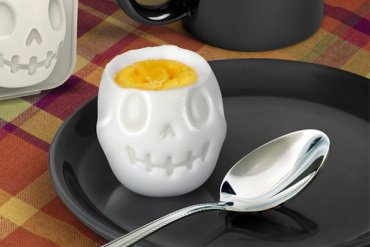 Turn Eggs Into Skulls For Halloween Breakfast เมนูไข่สำหรับเช้าวันฮาโลวีน 17 - Halloween